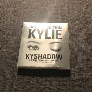 Kylie Cosmetics 2016 Holiday shadow + brushes
